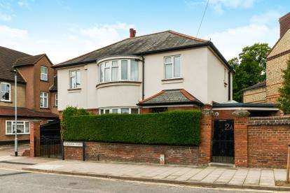 4 Bedrooms Detached House for sale in Clarendon Street, Bedford, Bedfordshire
