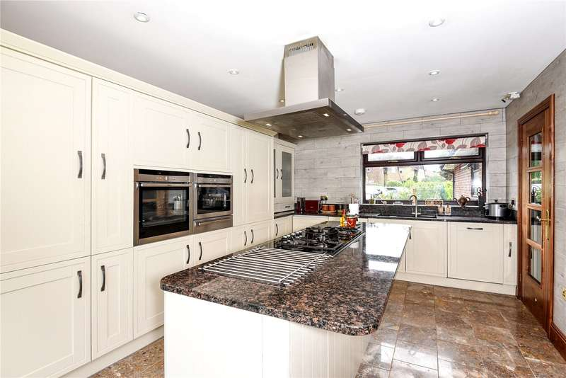 5 Bedrooms Detached Bungalow for sale in Croft Close, Hillingdon, Middlesex, UB10