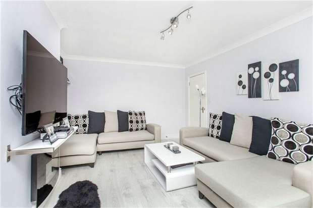 2 Bedrooms Maisonette Flat for sale in Buckingham Road, Harrow, Greater London