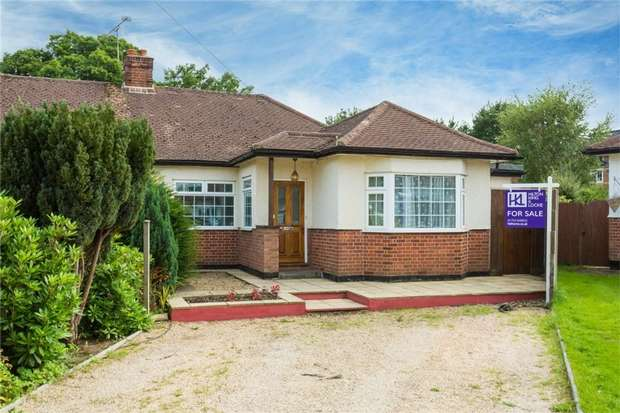 3 Bedrooms Semi Detached Bungalow for sale in 11 Rostrevor Gardens, Iver Heath, Buckinghamshire