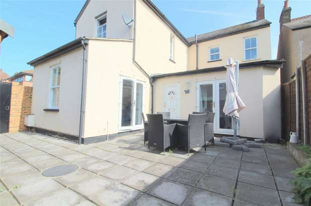 1 Bedroom Flat for sale in Coleridge Road, Ashford, Middlesex