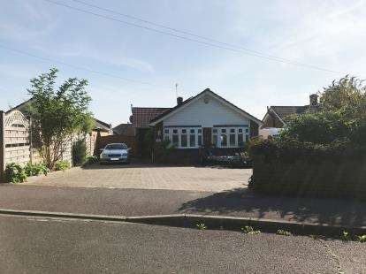 3 Bedrooms Bungalow for sale in Sarisbury Green, Southampton, Hants