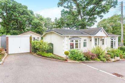 2 Bedrooms Bungalow for sale in Pathfinder Village, Tedburn St Mary, Exeter