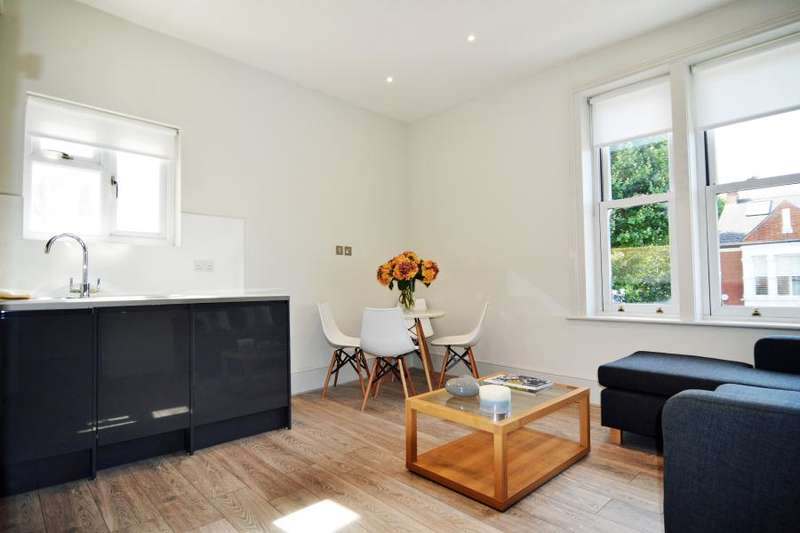 2 Bedrooms Flat for sale in Fulham Palace Road