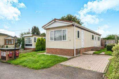 1 Bedroom Mobile Home for sale in Sutton Scotney, Winchester, Hampshire