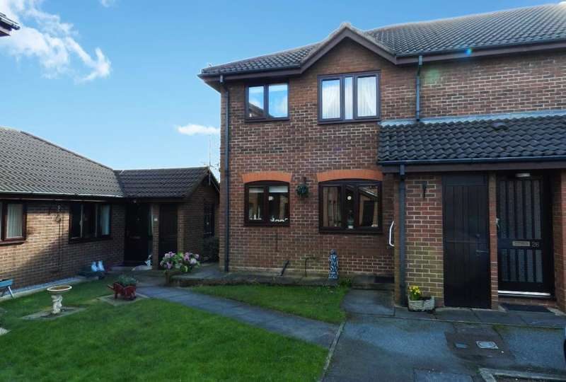 2 Bedrooms Flat for sale in Chatburn Court, Culcheth, Warrington, Cheshire, WA3 5RB