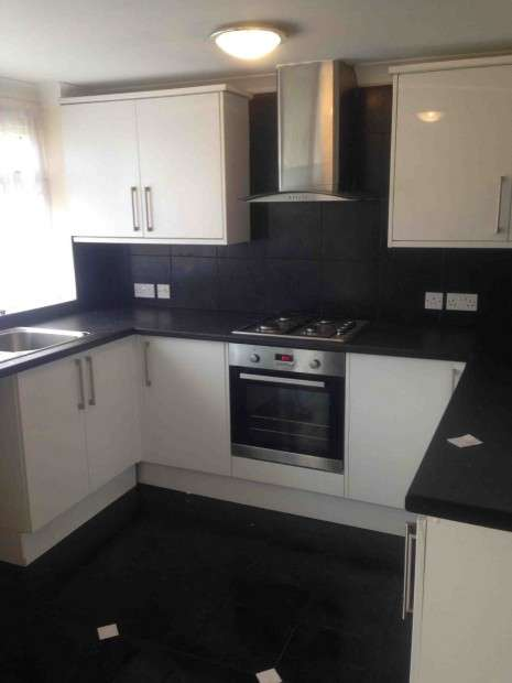 2 Bedrooms Terraced House for rent in high cross, Newport, NP10