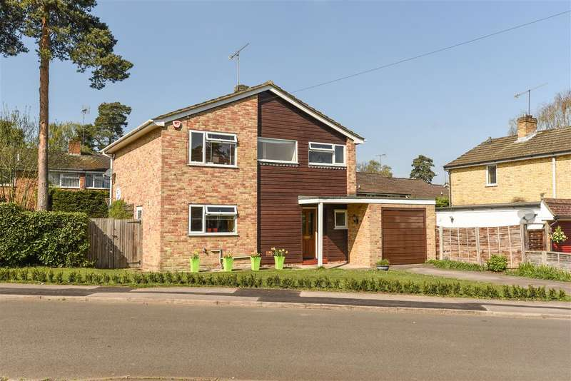 3 Bedrooms Detached House for sale in Lyneham Road, Crowthorne