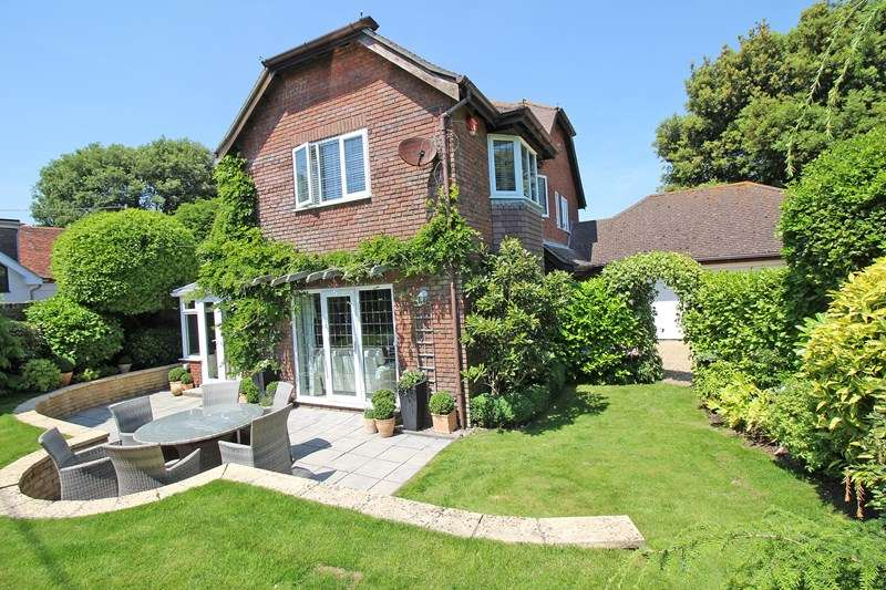 3 Bedrooms Detached House for sale in Kivernell Road, Milford On Sea, Lymington