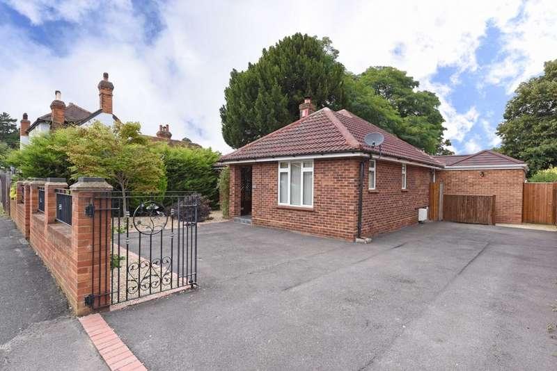 3 Bedrooms Bungalow for sale in Ringwood Road, Farnborough, GU14