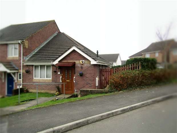 2 Bedrooms Semi Detached Bungalow for sale in Brynhyfryd, Llangennech, Llanelli, Carmarthenshire