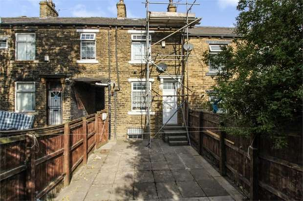2 Bedrooms Terraced House for sale in Dirkhill Street, Bradford, West Yorkshire