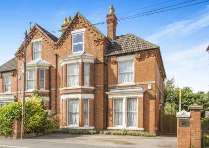 6 Bedrooms Semi Detached House for sale in Forest Road, Loughborough, Leicestershire