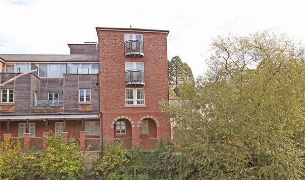 2 Bedrooms Flat for sale in 19 Bridge Yard, Bradford on Avon, Wiltshire