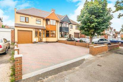 4 Bedrooms Semi Detached House for sale in Bescot Crescent, Walsall, West Midlands