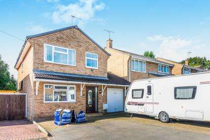 3 Bedrooms Detached House for sale in Bettina Close, Nuneaton, Warwickshire, United Kingdom