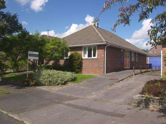 3 Bedrooms Bungalow for sale in Emsworth, Hampshire