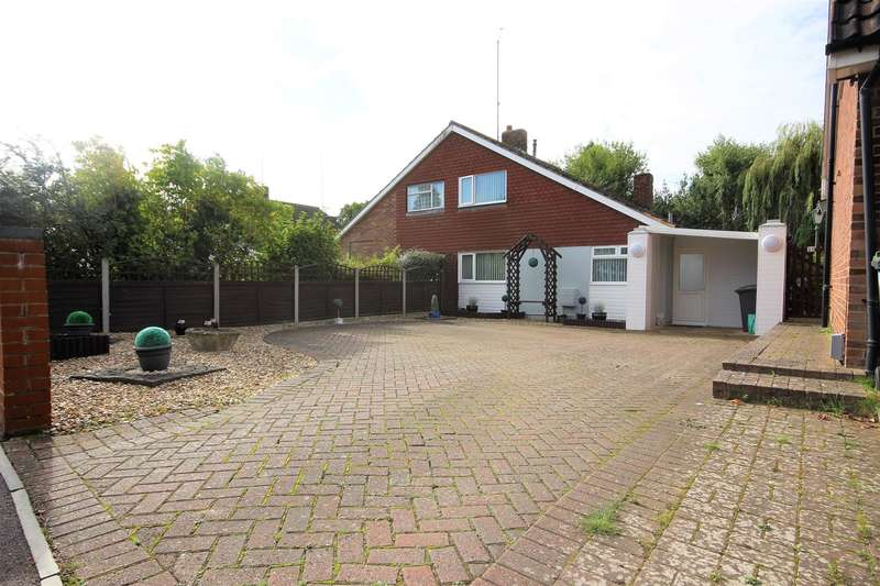 3 Bedrooms Semi Detached House for sale in Holland Road, Ampthill, Bedford, MK45