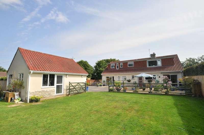 5 Bedrooms Detached Bungalow for sale in Stapehill, Wimborne