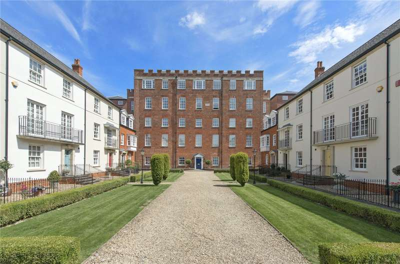 3 Bedrooms Flat for sale in John Wood House, Cathedral Views, Salisbury, Wiltshire, SP2