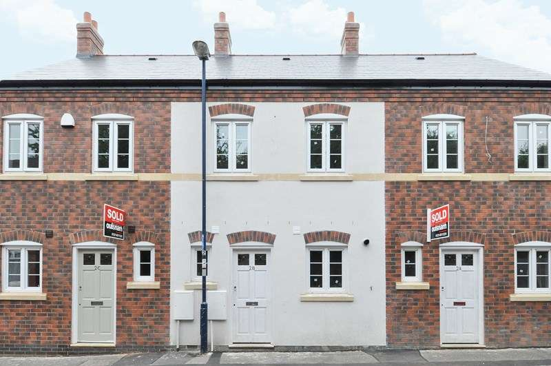 2 Bedrooms Terraced House for sale in Hunts Road, Stirchley, Birmingham