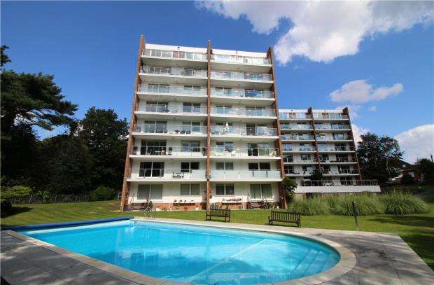 2 Bedrooms Flat for sale in Alum Chine, Bournemouth, Dorset, BH4