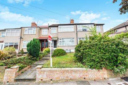 3 Bedrooms Terraced House for sale in Romford, Essex, Romford