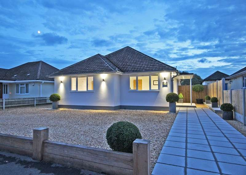 3 Bedrooms Detached Bungalow for sale in Heathy Close, Barton On Sea, New Milton