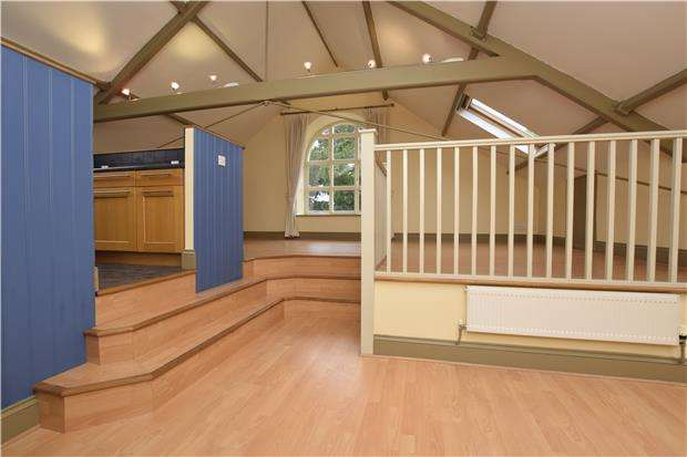 2 Bedrooms Flat for sale in Wesley Lane, Warmley, BS30 8BH