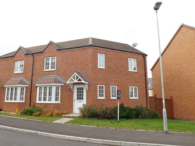 3 Bedrooms Semi Detached House for sale in Freesia Close, Evesham