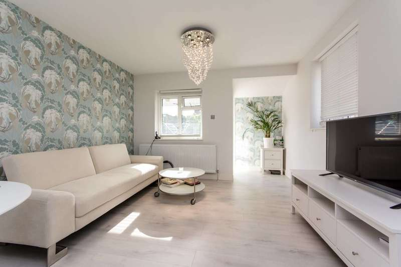 2 Bedrooms Flat for sale in Hawthorn Road, Willesden, NW10