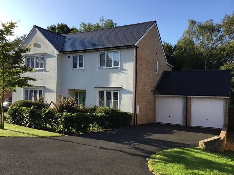 5 Bedrooms Detached House for sale in The Glade, Hayfield, High Peak, Derbyshire, SK22 2AB