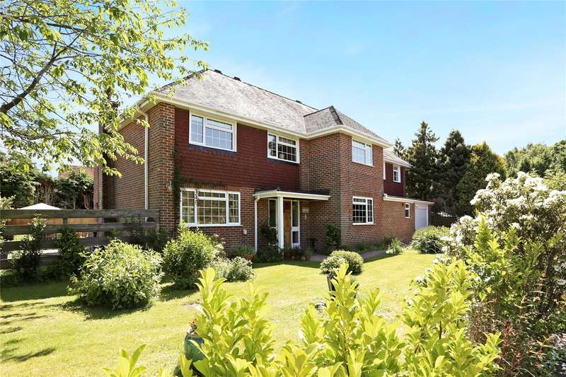 5 Bedrooms Detached House for sale in Swiss Close, Wrecclesham, Farnham, Surrey, GU10