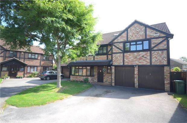 5 Bedrooms Detached House for sale in Fennel Close, Farnborough, Hampshire