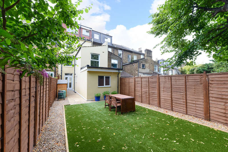 3 Bedrooms Ground Flat for sale in Courthill Road, Hither Green, SE13