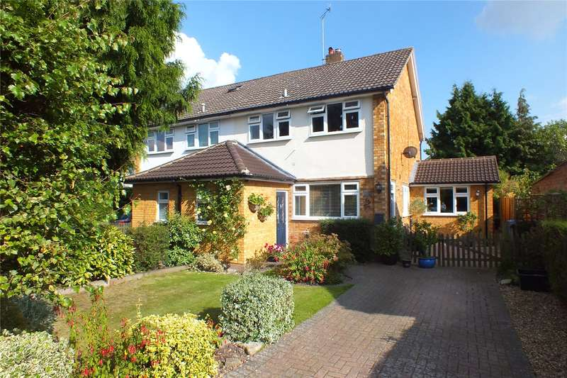 3 Bedrooms Semi Detached House for sale in Gordon Avenue, Church Crookham, Fleet, GU52