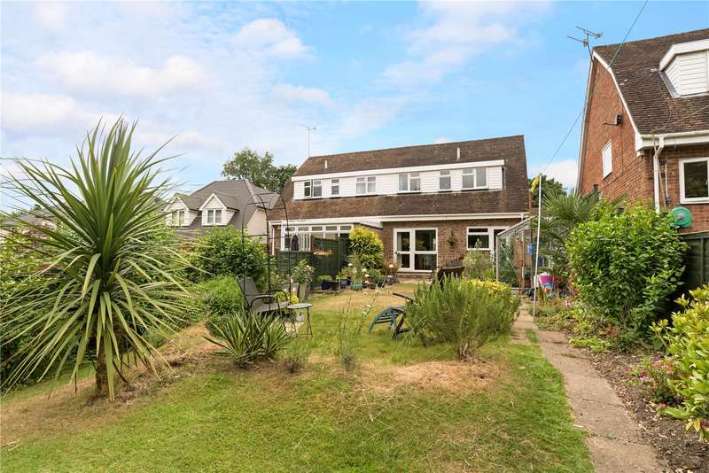 3 Bedrooms Semi Detached House for sale in Brooklands Close, Farnham, Surrey, GU9
