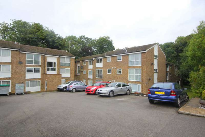 2 Bedrooms Apartment Flat for sale in SUPERBLY PRESENTED 2 BED IN Ashby Court, HP2
