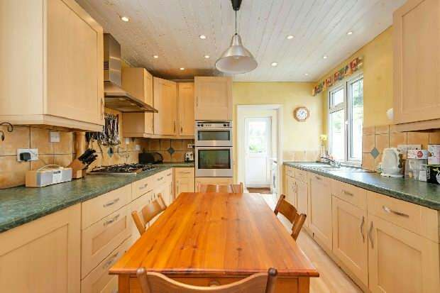 5 Bedrooms Unique Property for sale in Archway Road, Highgate, N6