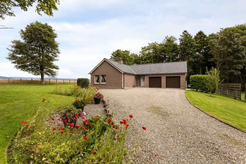3 Bedrooms Bungalow for sale in Battledykes, Forfar, DD8 3RY