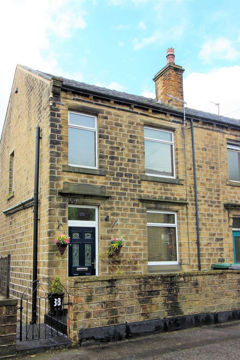 3 Bedrooms Semi Detached House for sale in Longlands Road, Slaithwaite