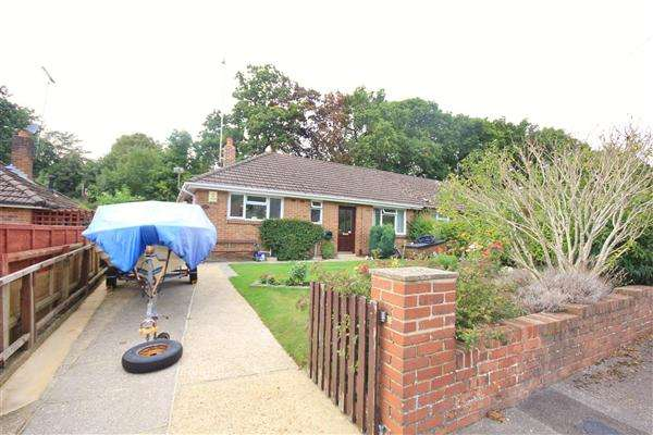 2 Bedrooms Bungalow for sale in Langside Avenue, Poole
