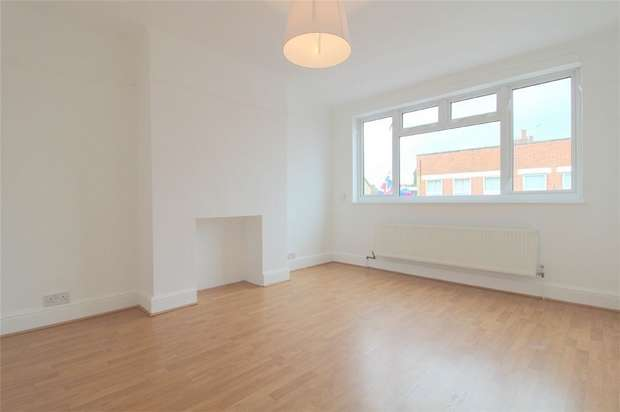 3 Bedrooms Maisonette Flat for sale in Station Parade, Ashford, Middlesex