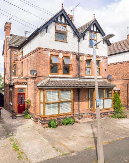 4 Bedrooms Semi Detached House for sale in Linden Grove, Beeston, Nottingham