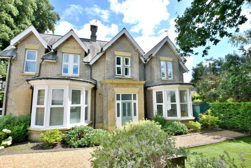 2 Bedrooms Apartment Flat for sale in Ashley Cross, Poole, BH14 0PA