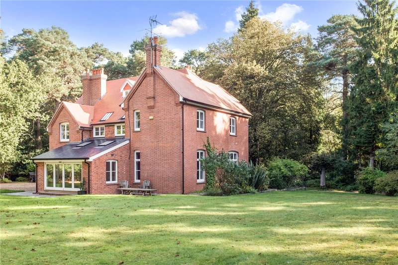 6 Bedrooms Detached House for sale in Bramshill Road, Eversley, Hook, RG27