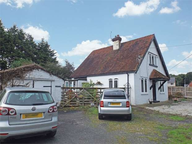 3 Bedrooms Cottage House for sale in Penrhewl, St Asaph, Denbighshire