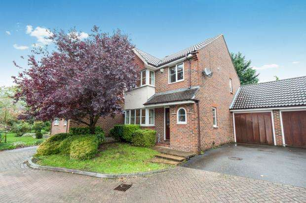 3 Bedrooms Link Detached House for sale in Leatherhead, Surrey