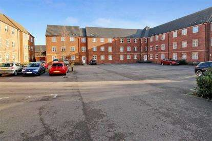 2 Bedrooms Flat for sale in Thompson Court, Chilwell, Beeston, Nottingham