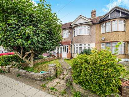 3 Bedrooms Terraced House for sale in Seven Kings, London, United Kingdom